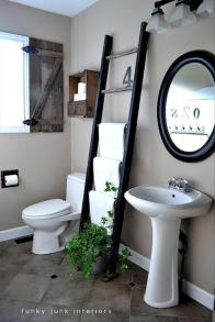 use-a-ladder-for-a-towel-rack-in-the-bathroom1